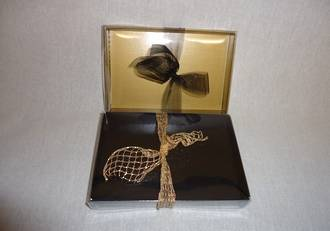 Card base with clear lid